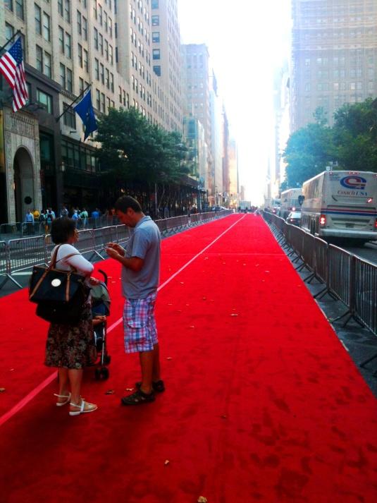 Vörös szőnyeg a 42nd Streeten
